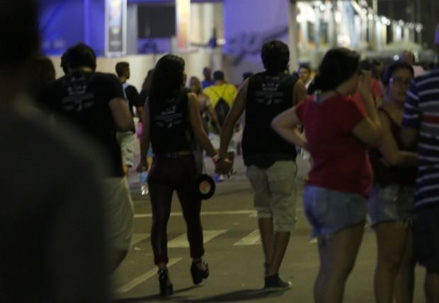 Nando Rodrigues beija Yanna Lavigne  (Foto: Marcos de Carvalho Serra Lima / EGO)