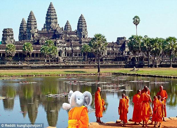 Elefante de pelúcia apareceu em templo budista (Foto: Reprodução)