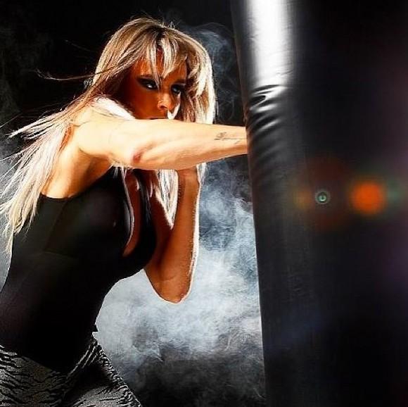 Salimeni Eibe Corpo Sarado Em Fotos Para Sua Linha De Moda Fitness