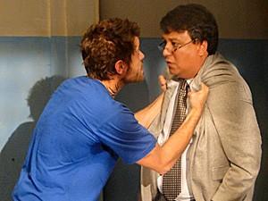 Moisés exige mais empenho do advogado (Foto: Malhação / TV Globo)