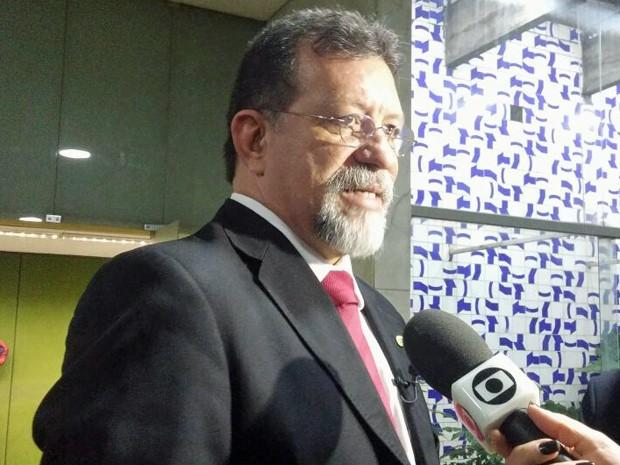 O l�der do PT na C�mara, Afonso Florence (BA), anuncia apoio do partido a Marcelo Castro (Foto: Sara Curcino/G1)