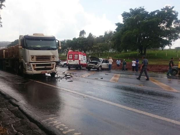 Duas estudantes morreram em acidente entre carreta e carro próximo a Patrocínio Paulista, SP (Foto: Reprodução/EPTV)