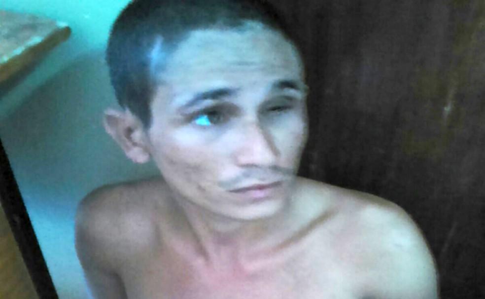 Jeová Soares, o Galo Cego, que foi preso em novembro de 2015 pelo estupro de mãe e filha durante um assalto em Parnamirim, na Grande Natal, é um dos fugitivos (Foto: Portal BO)