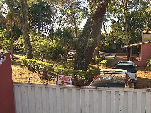 Casa de prostituição funcionava em chácara às margens da Rodovia Anhanguera em Ribeirão Preto (Foto: Sérgio Oliveira/EPTV)