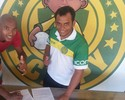 Luiz Alberto assina contrato e confirma participação com o Tupy no Capixabão