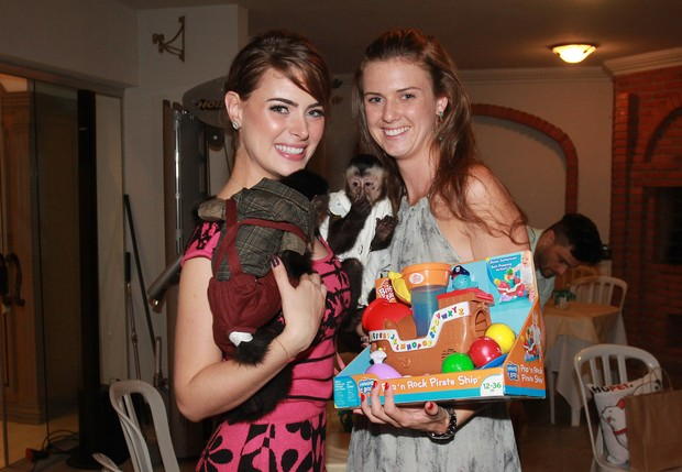 Rayanne Morais e convidada da festa de Twelves (Foto: Celso Tavares / EGO)