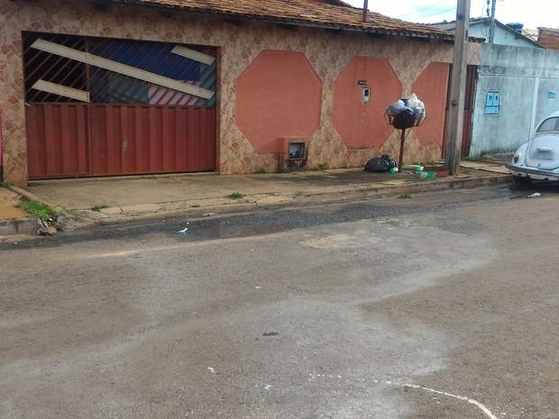 Adolescente de 15 anos é morta a facadas em rua do Bairro da Vitória, em Goiânia Goiás (Foto: Vanessa Martins/G1)