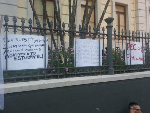 Manifestantes protestam contra medidas do presidente Michel Temer (Foto: Rafael Antunes/G1)