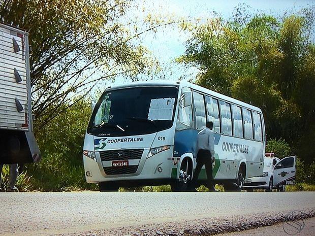 Motorista foi assassinado enquanto dirigia micro-ônibus (Foto: Reprodução/TV Sergipe)