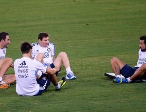 Higuain, Fernandez, Messi e Lavezzi treino argentina (Foto: AFP)