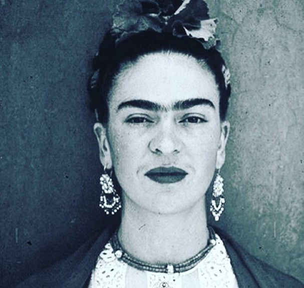 frida kahlo 5 fatos que voc n o sabia sobre a artista glamour cultura. Black Bedroom Furniture Sets. Home Design Ideas