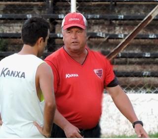 Roberto Cavalo, técnico do Oeste, Série A2 (Foto: Sérgio Pais)