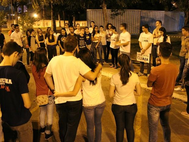 Cerca de 80 pessoas participaram do projeto Entrega por Cuiabá (Foto: Desireé Galvão/ G1)