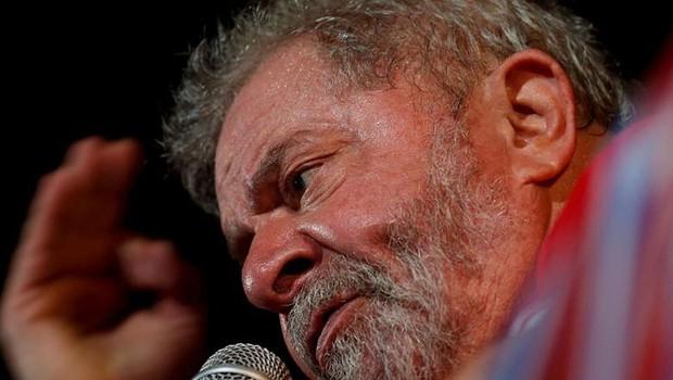 O ex-presidente Luiz Inácio Lula da Silva discursa em evento pró-Dilma (Foto: Leonardo Benassatto/Reuters)