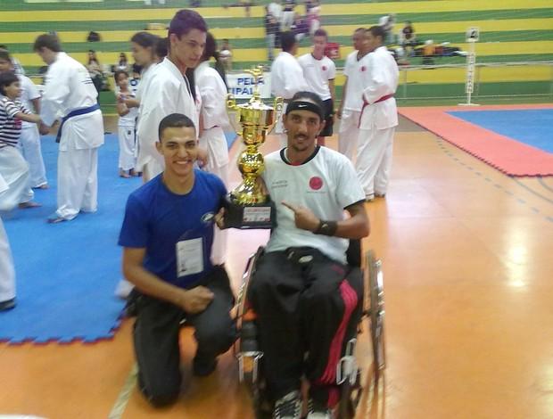 Daniel Silva e Edvaldo Roberto após uma competição, Patos de Minas, MG (Foto: Edvaldo Roberto/Arquivo Pessoal)