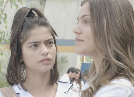 Alina cria plano para causar ciúmes em Rodrigo