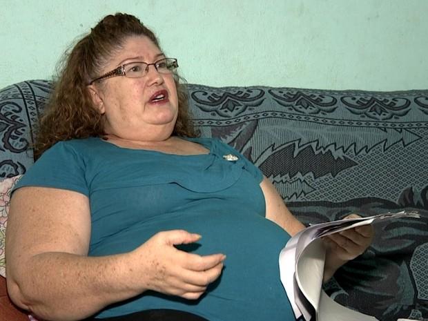 A cozinheira Maria Oliveira Machado espera por cirurgia em Sumaré, SP (Foto: Reprodução / EPTV)