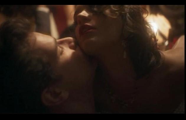 Bruna Marquezine em cena com Daniel de Oliveira na série 'Nada será como antes' (Foto: Reprodução)