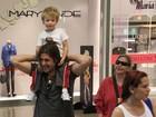 Em shopping, Dado Dolabella é fotografado com os filhos