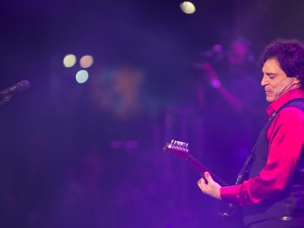 Frejat faz solo de guitarra no João Rock, em Ribeirão Preto, SP (Foto: Érico Andrade/G1)