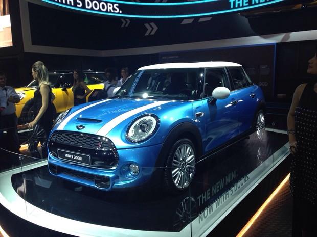 Auto esporte mini estende recall por causa do estepe ao for Mini 5 portas