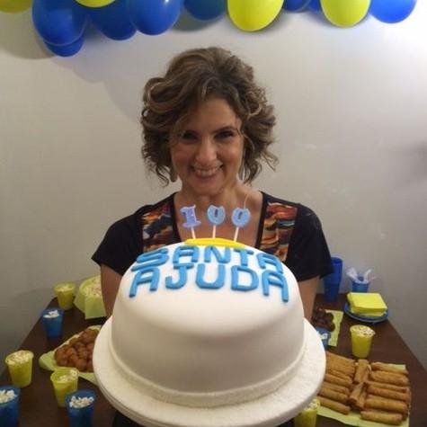 MIcaela Góes comemora 100 edições do Santa ajuda (Foto: Divulgação)