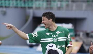 Júnior Fell, zagueiro do Metropolitano-SC, foi a revelação do Catarinense (Foto: Divulgação)