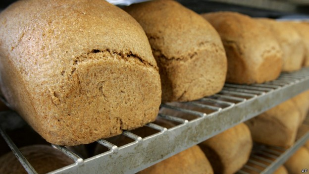 Pão é um dos alimentos ricos em açúcar, grande parte do qual natural, resultado do processo de fermentação (Foto: BBC)
