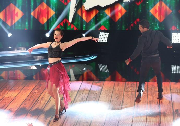 Sophia dança forró com Rodrigo Oliveira  (Foto: Carol Caminha/Gshow)