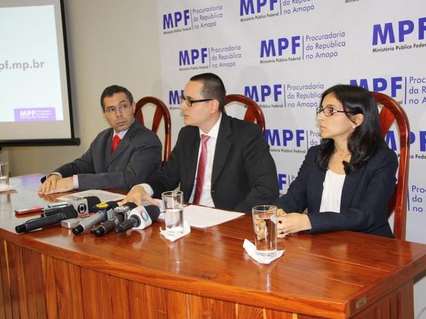 Procuradores do MPF no Amapá divulgando denúncias (Foto: Ascom/MPF)