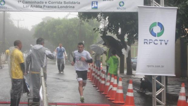Chuva do domingo não desencorajou os competidores (Foto: Divulgação/RPC TV)