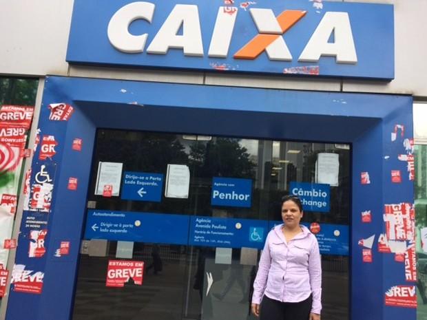 Cliente da Caixa não sabia que a greve ainda estava mantida no banco. (Foto: Marta Cavallini/G1)