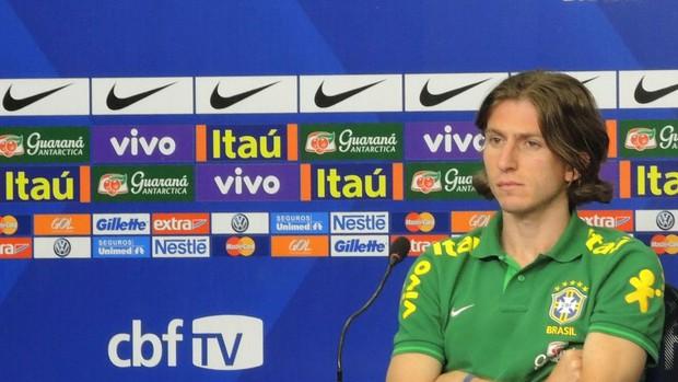 Filipe Luis coletiva Seleção Brasil (Foto: Marcelo Baltar)