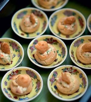 Carolinas recheadas com creme de palmito e camarão  (Foto:  )