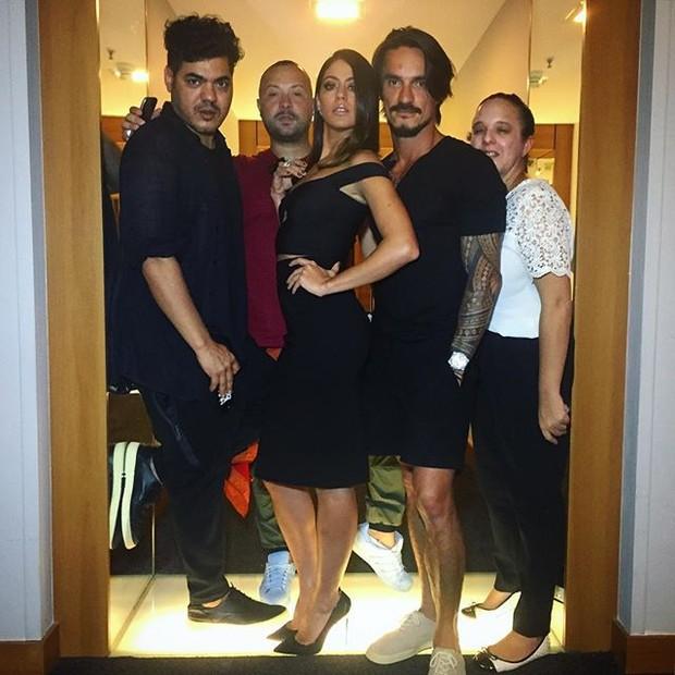 Carol Castro com sua equipe de beleza e moda (Foto: Reprodução/Instagram)