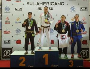 Max Oliveira (de kimono preto) conquistou o terceiro lugar no Campeonato Sul-americano (Foto: Arquivo pessoal/Max Oliveira)