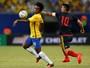 """Após ver Coutinho ser decisivo, Willian não se considera """"titular absoluto"""""""