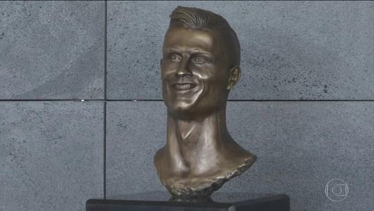 Cristiano Ronaldo dá nome a aeroporto e homenagem vira piada