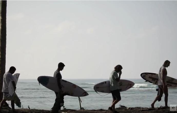 Gabriel Medina, Owen Wright, Matt Wilkinson e Mason Ho surfam no North Shore Havaiano (Foto: Reprodução/Youtube/Ripcurl)