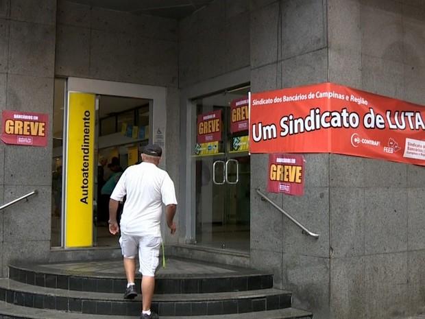 Terceiro dia de greve dos bancários afetou 184 postos de trabalho em Campinas e região (Foto: Reprodução / EPTV)