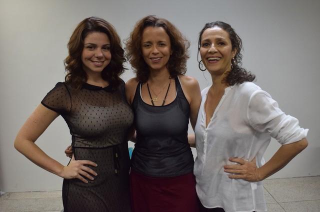 Dani Barros dirige Juliane Bodini e Cyria Coentro no musical 'Dançando no escuro' (Foto: Divulgação/Suzana Caniné)