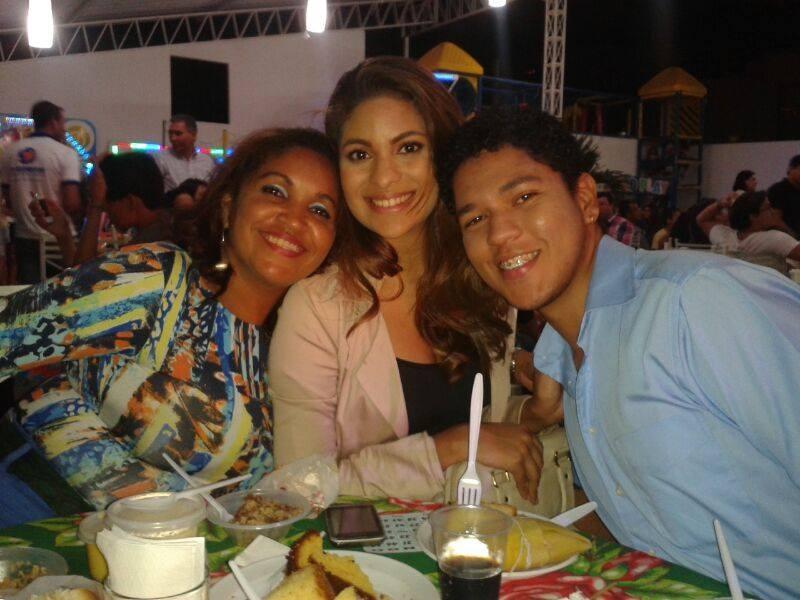 Lurdinha se diverte em festa da TV Grande Rio com os colegas de trabalho (Foto: Arquivo Pessoal)