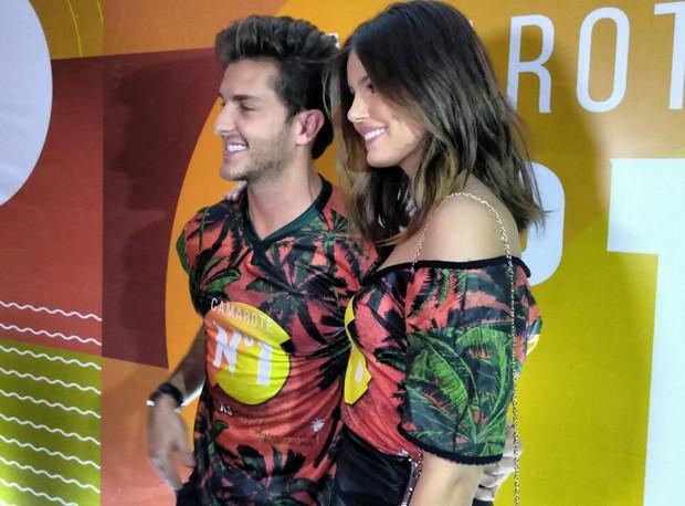 Klebber Toledo e Camila Queiroz (Foto: Editora Globo)