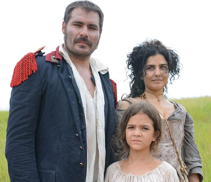 Tiradentes, Antônia e Joaquina: caracterização dos personagens tem 'banho' de sujeira e suor (Foto: Pedro Carrilho / Gshow)