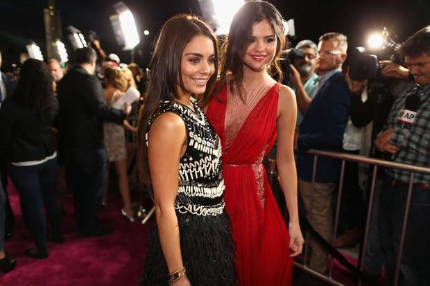 Vanessa Hudgens e Selena Gomez em première de filme em Los Angeles, nos Estados Unidos (Foto: Christopher Polk/ Getty Images/ AFP)