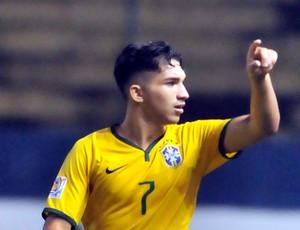 Andrey comemora gol do Brasil contra o Paraguai