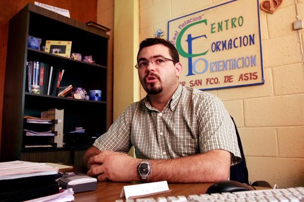 Padre espanhol Antonio Rodriguez Tercero foi condenado por ajudar gangues (Foto: Luis Romero/AP)