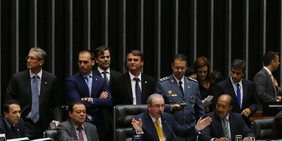 O deputado Eduardo Cunha abre sessão de debates sobre o impeachment na Câmara (Foto: Aílton de Freitas/ Agência Oglobo)
