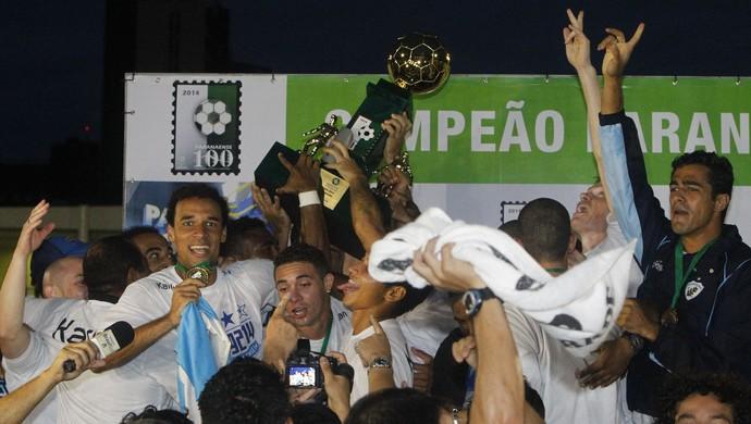 comemoração taça londrina campeão paranaense (Foto: Felipe Rosa/Tribuna do Paraná)