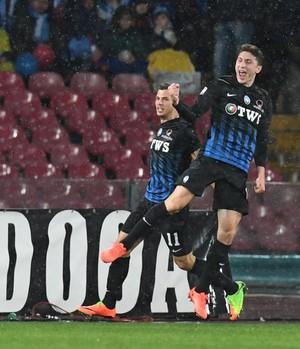 Caldara comemora gol do Atalanta (Foto: Ciro Fusco/ANSA via AP)